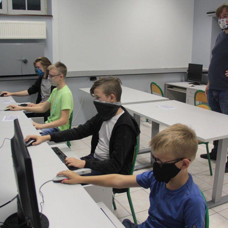 Tworzenie makiety Bitwy Warszawskiej – warsztaty twórcze Minecraft fot. J.Grunau