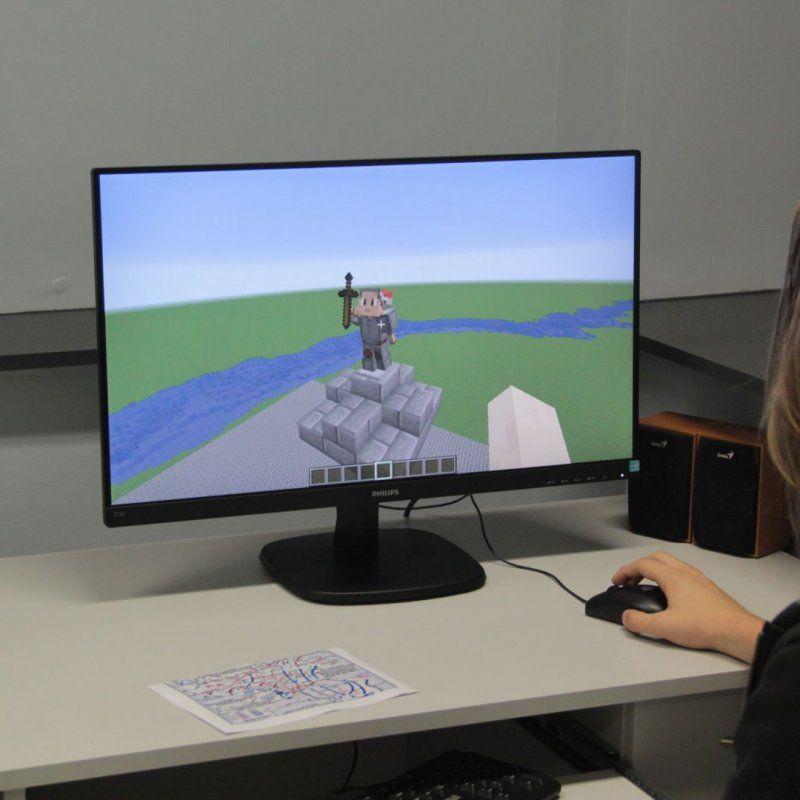 Tworzenie makiety Bitwy Warszawskiej – warsztaty twórcze Minecraft fot. J.Grunau`