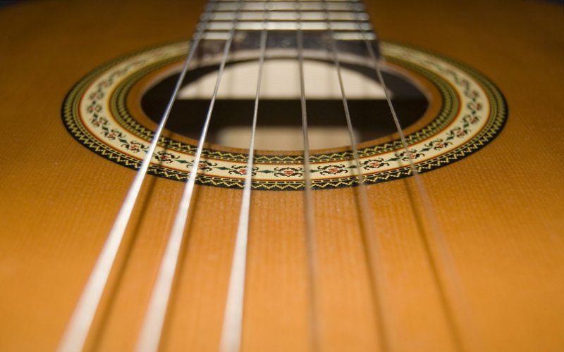 struny-klasycznej-gitary.jpg